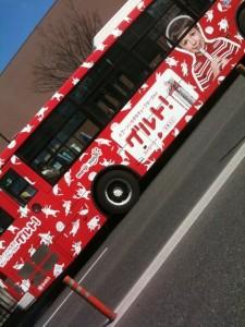 かわいいラッピングバス